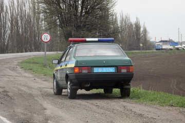 Die Mannschaft der Verkehrspolizei und das Zeichen der Höchstgeschwindigkeit 70 №4868