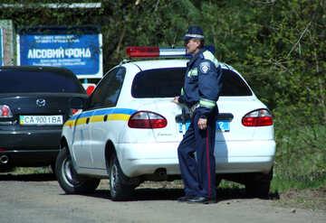The employee of an Ukrainian of road police GAI DAI №4842