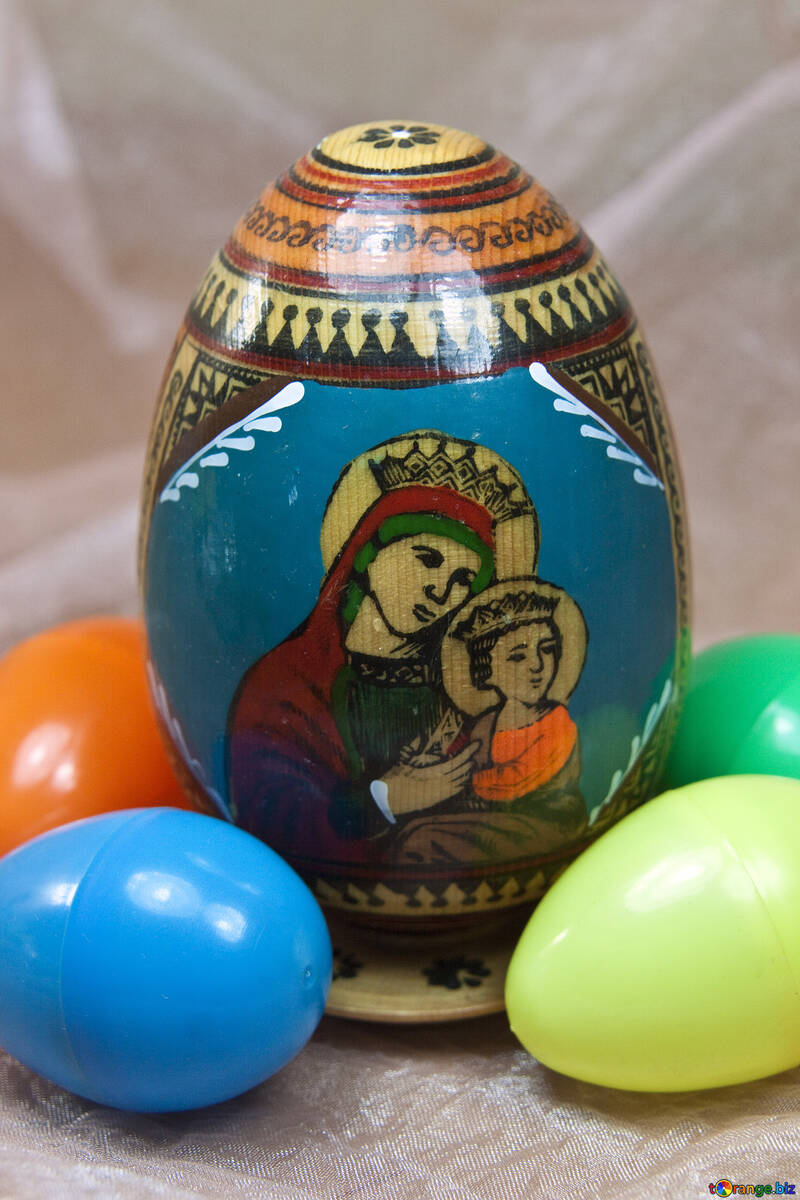 Virgin Mary with Jesus. Icon on the egg.  №4341