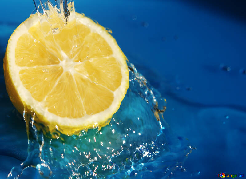 Water with lemon №40768