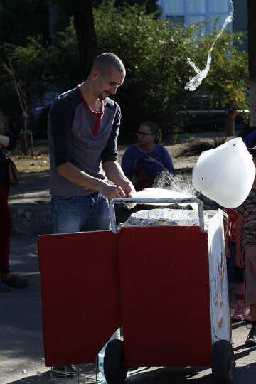 Man sells cotton candy №41771