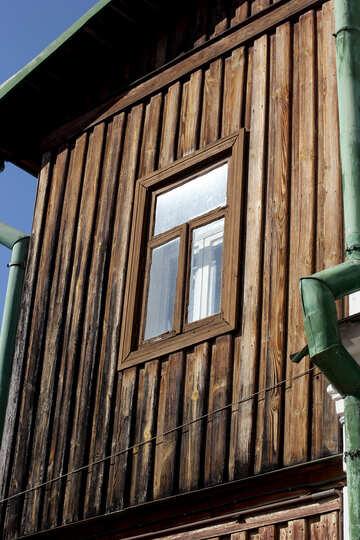 Finestra sulla vecchia casa in legno №41900