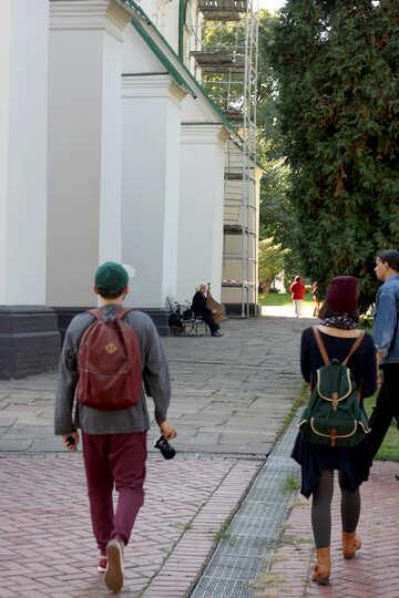 Kobzar plays near the church №41878