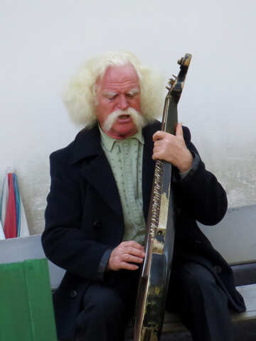 The man playing the bandura №41142