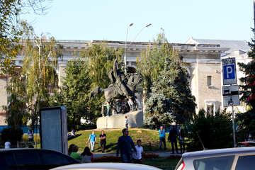 Monumento ecuestre al Hetman Sagaidachnyi №41596