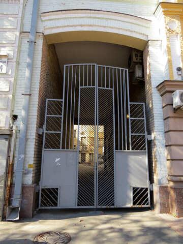 La porta nell`arco del palazzo №41065