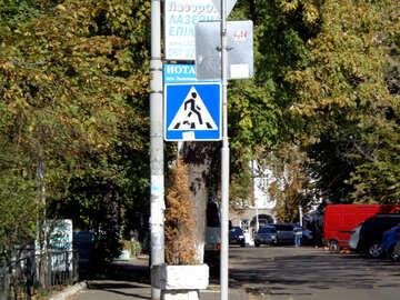 Un attraversamento pedonale segno №41662