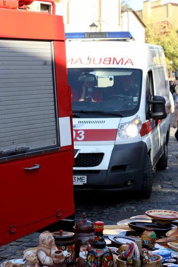 Krankenwagen und das Feuer auf die St.-Andreas-Abstieg №41536