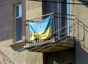 Ukrainian flag on the balcony №41019