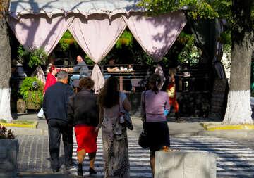 People walk around the city №41079