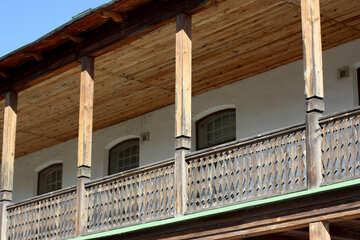 Ampio balcone in legno №41905