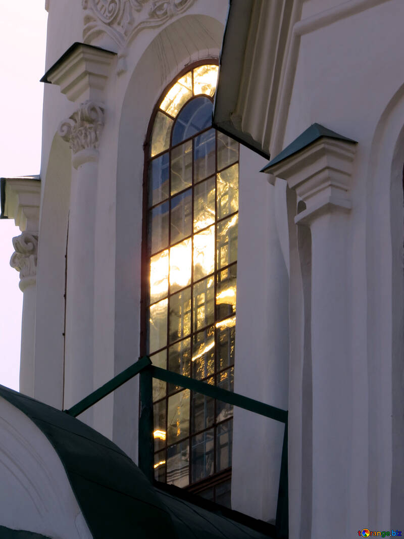 The sun is reflected in the windows №41135