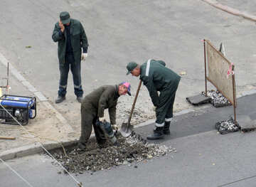 Builders dug a hole in the asphalt on the road №42493