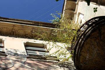 Dilapidated building №42144