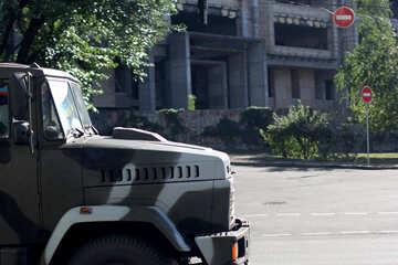 Macchina militare nella città di №42182