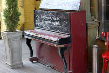 The old piano №42059