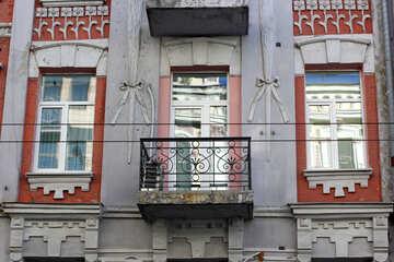 Старый балкон и новые окна №42102