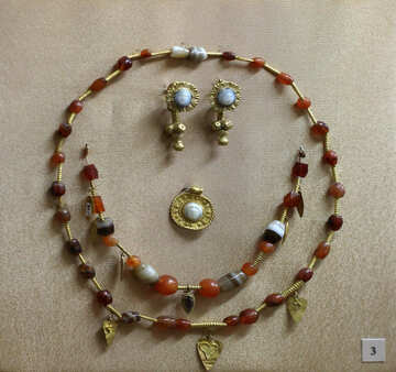 Vintage beads from stones and gold №43757