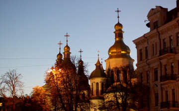Киевская церковь вечером №43684