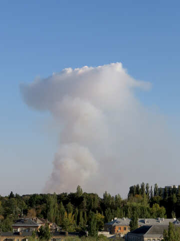 The smoke from the fire over the city №43221