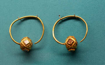 Antique gold earrings with stones №43956