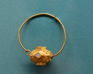 Ancient gold earring №43960