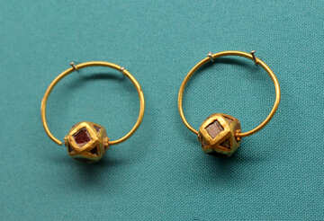Ancient gold earrings №43958