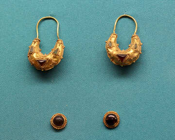 Gold earrings and buttons №43951