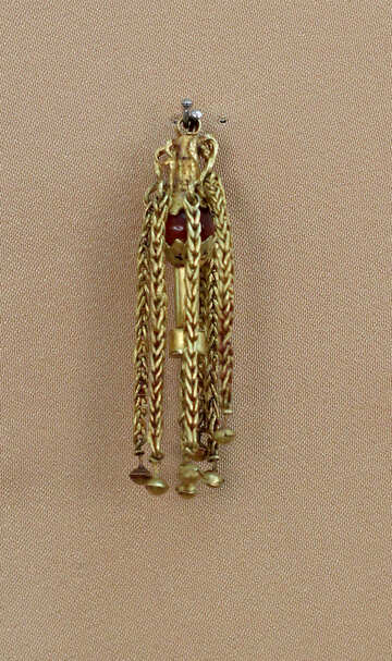 Old gold earring №43871