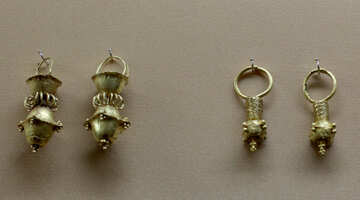 Vintage gold ladies earrings №43736