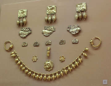 Antique women`s jewelry made of gold №43908