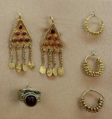 Ancient golden jewelry №43859