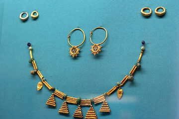 Ancient golden jewelry beads №43970