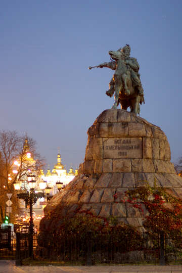 Monument to Bogdan Khmelnitsky in the evening №43686