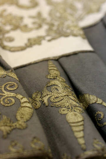 Cloth embroidered with gold №43294