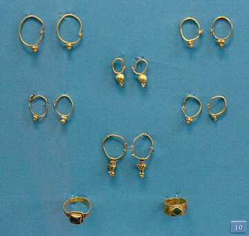 Vintage rings and earrings of gold №43976