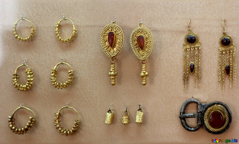 Gold earrings ancient №43697