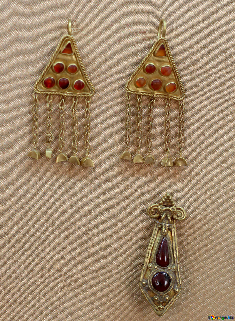 Ancient gold earrings №43860