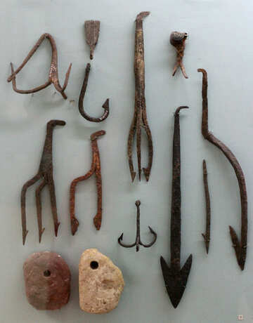 Ancient fishing tools and accessories №44084