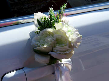 Bouquet on a car door №44448