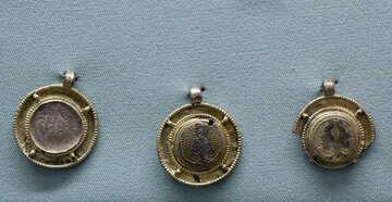 Vintage gold medallions №44098