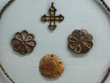 The ancient decorations and the cross №44130