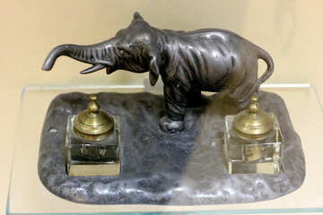 A figurine of an elephant with an inkwell №44226