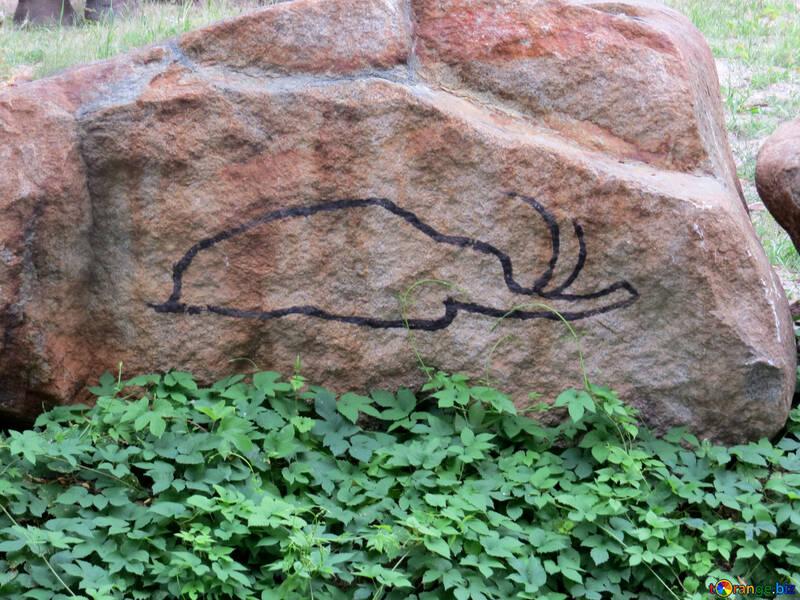 La figura de un elefante en una piedra №45057