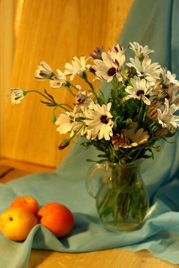 Natura morta con mele e fiori №46858