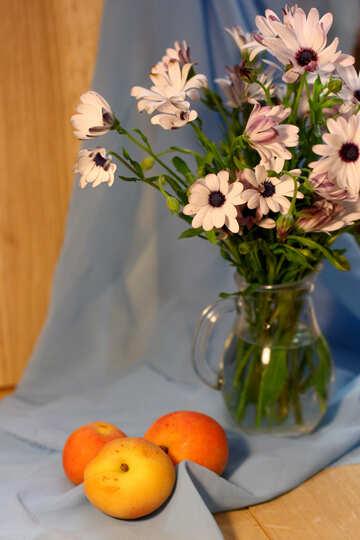 Natura morta con mele e fiori №46850