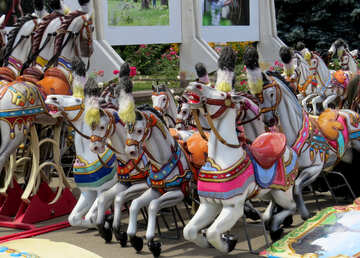 Children with a carousel horse №46722