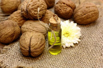 Natural oil from walnut