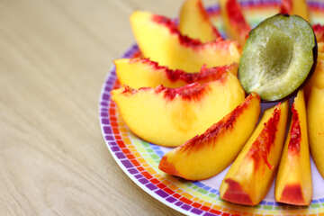 Peaches on a plate sliced №46318