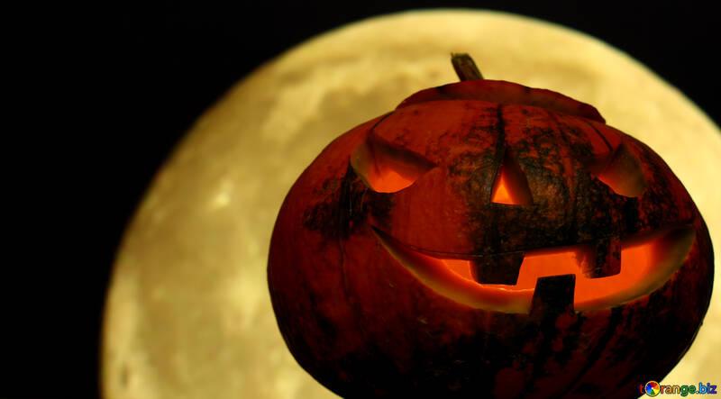 Calabaza de Halloween en el cielo nocturno con la luna №46156